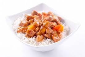 cuisiner avec un wok recette de wok de porc au caramel riz basmati à l ananas facile