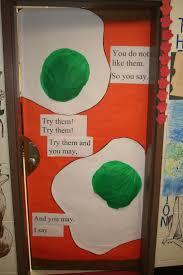 Dr Seuss Door Decorating Ideas by Best 25 Dr Seuss Decorations Ideas On Pinterest Dr Seuss Party