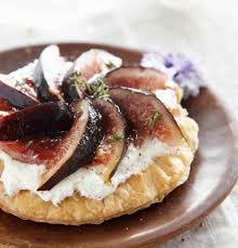 cuisiner figues fraiches recette tarte au chèvre et aux figues fraîches à la confiture