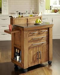 cuisine sur roulettes ilot cuisine meuble de rangement dans la cuisine