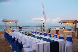 Beach Wedding Reception Decor But With Teal Or Aqua Blue Runner Instead