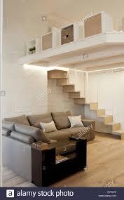 moderne kleinstadt wohnung wohnzimmer mit zusätzlichen