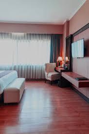 welche farbe passt zu mahagoni holz schöne wohnzimmer
