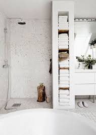 i like these shelves at the end of shower in the room