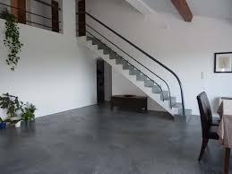 sol escalier en beton cire gris platinium déco