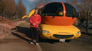 Day In The Life Of An Oscar Mayer Wienermobile Driver - YouTube
