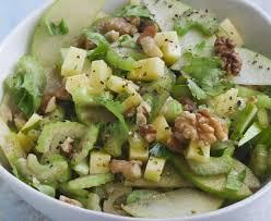 cuisiner celeri salade de céleri branche pommes noix et dés de fromage recette