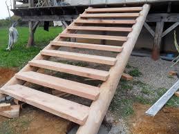 des idées d escalier en bois pour le jardin decking outdoor