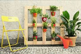 Vertical Pallet Pot Holder