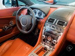 habitacle intérieur tableau de bord d une voiture de sport cher