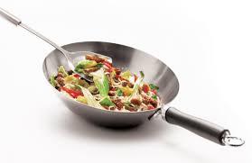 cuisiner avec un wok avec un wok l asie n est jamais loin iga