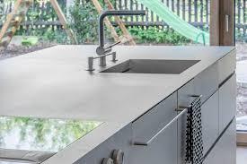 küchenarbeitsplatten aus edelstahl flächenbündige spülen
