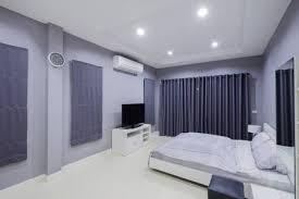 grünes schlafzimmer im dachgeschoss mit doppelbett le