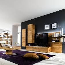 trendiges wohnzimmer aus massivholz wohnen holzwand