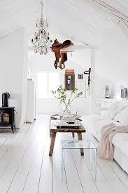 white and wood decorating trend domino wohnzimmer design