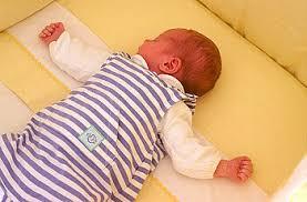 plötzlicher kindstod beim schlafen sollte das baby immer