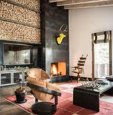 holz schichten brennholz stapeln wohnzimmer sessel