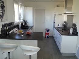 cuisine blanche plan travail bois cuisine grise plan de travail bois inspirations avec cuisine
