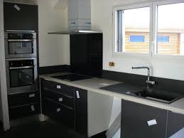 cuisine grise et plan de travail noir plan de travail cuisine gris cuisine quel matriau choisir pour le
