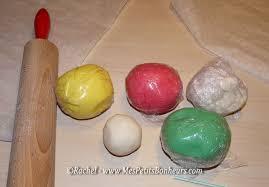 objets en pâte à sel avec les enfants décorations pour le sapin