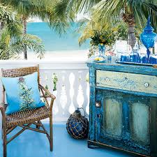 Distressed Painted Furniture Idea With A Beach Theme