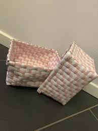 kleine kisten kindeezimmer deko badezimmer rosé weiß
