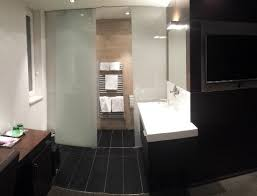 badezimmer nische mit getrenntem wc dusche picture of