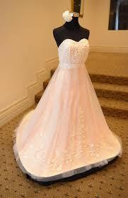Amazing edible wedding dress is made pletely of cake