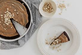 bananen brownie mit salted peanutbutter topping