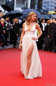 nues sous leur robe 15 sans culotte sur tapis