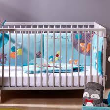 comment mettre un tour de lit bebe chambre linge de lit renard fox