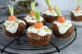 karotten muffins mit frosting of vegan
