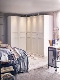 schlafzimmer mit großzügigem kleiderschrank ikea