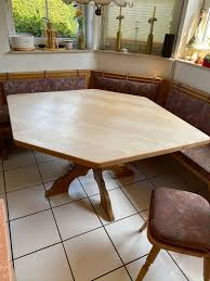 erker eckbank mit dazugehörigem tisch stühle und le
