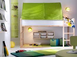 cabane dans chambre lits cabanes 10 modèles pour une chambre d enfant cocon