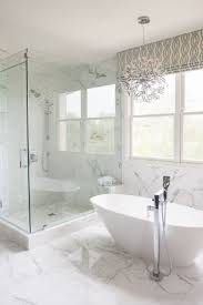 Mini Chandelier Over Bathtub by Best 25 Master Bathroom Tub Ideas On Pinterest Bathtub Ideas