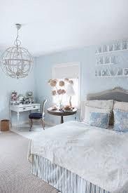 romantisches schlafzimmer in hellblau bild kaufen