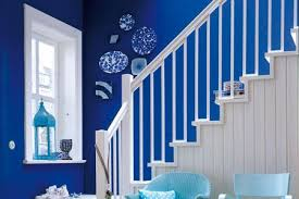 leuchtende blaue wände im flur bild 10 living at home