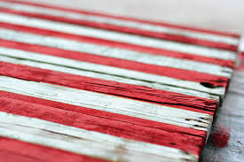 DIY Rustic Distressed American Flag Painting From Drying Wood Pallet Via Liblueboo