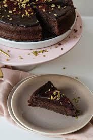 schokoladenkuchen mit rote beete und avocado schönes leben
