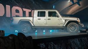 2020 Jeep Gladiator Debuts: Wrangler Truck With Off-Road Chops [UPDATE]