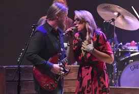 Tedeschi Trucks Band Closes Out 2018 In Boston: Photos, Review & Audio Filederek Trucks And Susan Tedeschi 2jpg Wikipedia Tonight 28 June Bb King With Ronnie Slash Derek At Blufest Byron Bay March 24th Tedeschi Trucks Band Together After Marriage Youtube Band Real Hand Signed 8x10 Photo W B Editorial Stock Photo Keep Your Lamp Trimmed And Burning Jacksonvilles Donates 48000 Worth Of Steve Earle Benefit Show Welcomes Warren Haynes Perform Id Rather Go Madison Wisconsin Usa 5th Nov 2018 Derek Susan The Greek Theater