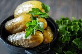foto auf lager salzgurken eine der traditionellen slawischen speisen sowie deutsche küche salzgurken