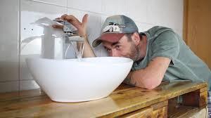mach doch mal ein badezimmer aus paletten der waschtisch nimmt form an