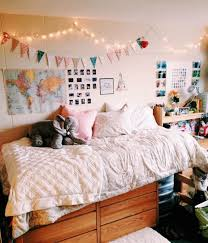 To Avoid Fines And Other Repercussions Create Your Space Using These Tips Tricks For Easily Removable Dorm Wall Decor