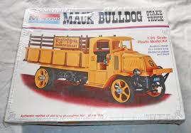 100 Tidewater Trucking 1973 Monogram 7537 Mack Bulldog Ringling Circus Stake Truck Model