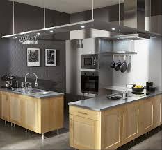cuisine gris souris mur couleur gris souris et meubles de cuisine en bois clair