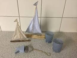 segelboot holz blau weiß deko maritim landhaus baddeko