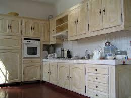 peindre meuble bois cuisine peinture pour repeindre meuble de cuisine free le vert meraude