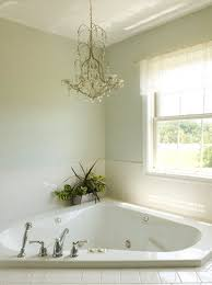 Mini Chandelier Over Bathtub by Chandelier Over The Corner Tub That U0027s Our Tub Would Look Nice